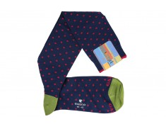 Gallo socks in navy blue with fuchsia spots.